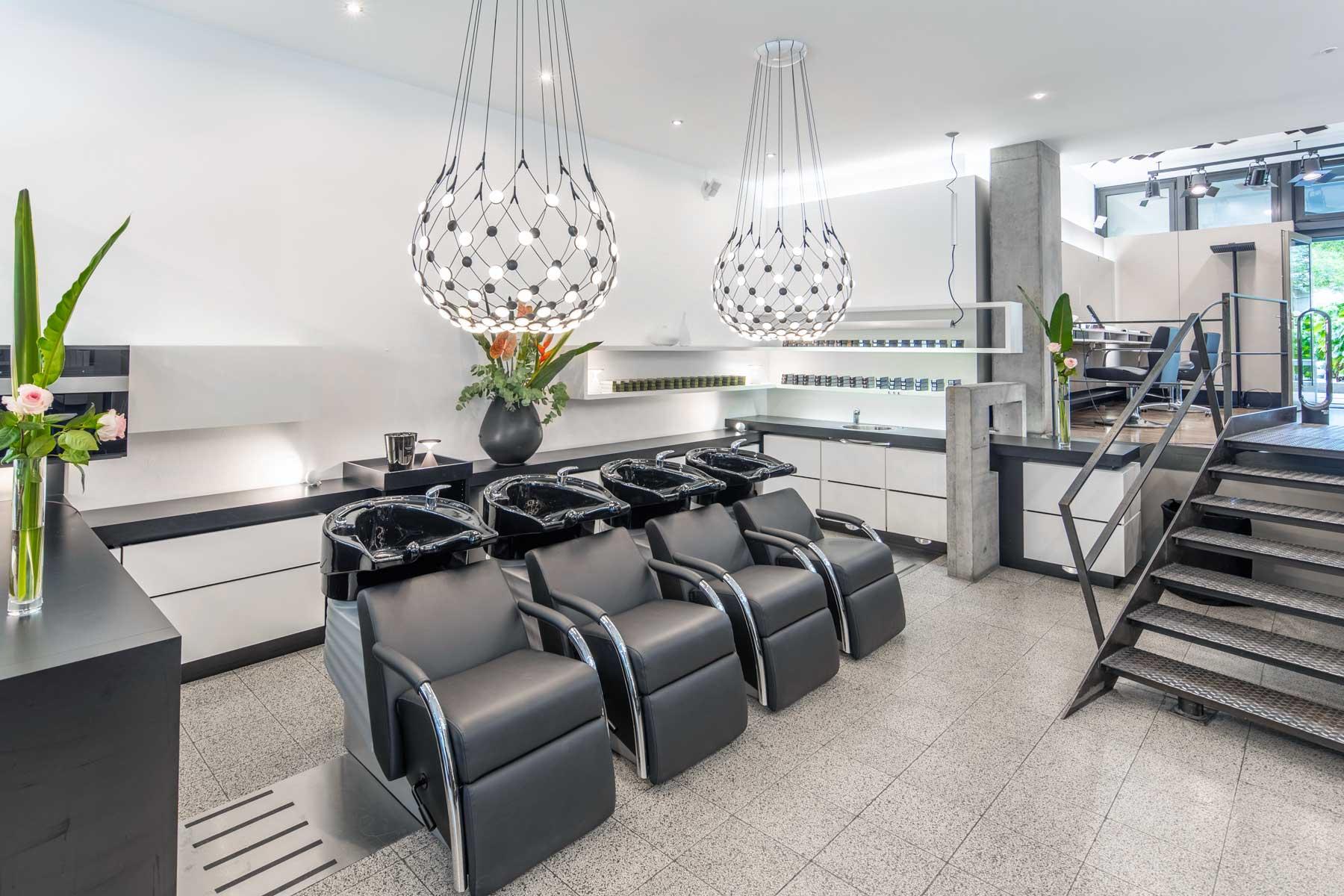 Klassik fuer Haare - Friseursalon Stuttgart - Waschliegen links